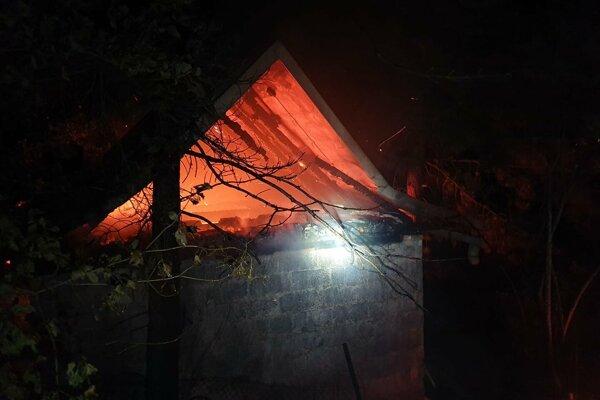 Požiar chaty na Opátskom.