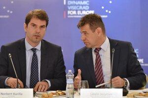 Minister životného prostredia Slovenskej republiky László Sólymos (vpravo) a štátny tajomník Ministerstva životného prostredia SR Norbert Kurilla.