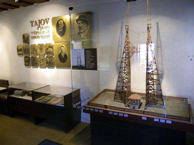 Maketa antén, pomocou ktorých Murgaš v roku 1905 úspešne na vzdialenosť 30 kilometrov bezdrôtovo preniesol správu.
