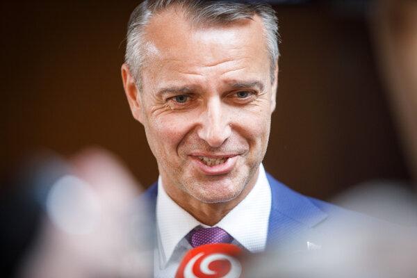 Podpredseda vlády SR pre investície a informatizáciu Richard Raši počas príchodu na rokovanie 160. schôdze vlády SR. Bratislava, 12. jún 2019.