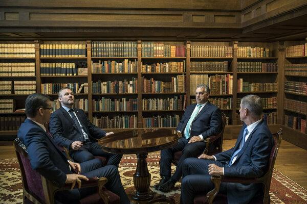 Na stretnutí Vyšehradskej štvorky - vtedy ešte premiér za Smer Peter Pellegrini, maďarský premiér Viktor Orbán a český premiér Andrej Babiš.