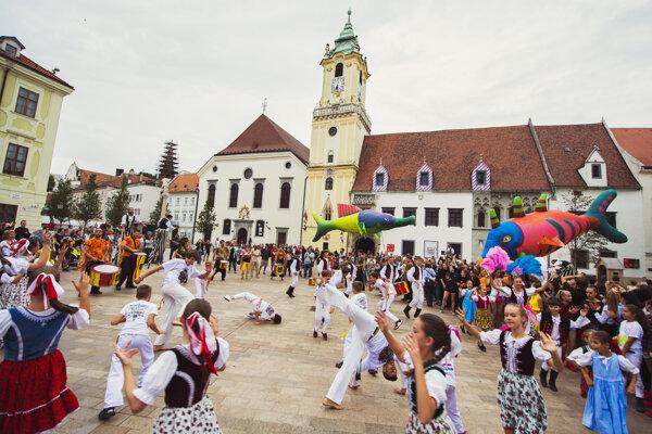Jedno z podujatí Kultúrneho leta v centre Bratislavy.