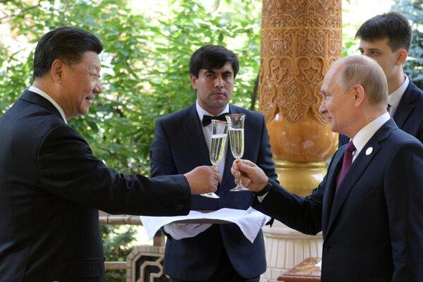 Čínsky prezident Si Ťin-pching s ruským prezidentom Vladimírom Putinom.