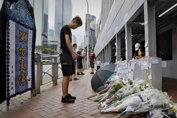 Protesty v Hongkongu majú prvú obeť, muž spadol z lešenia