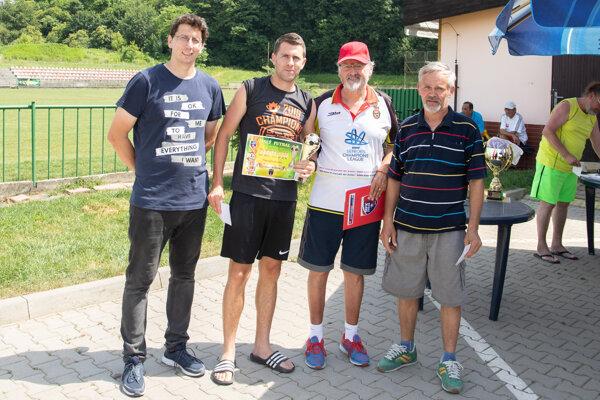 Najlepší strelec I. ligy Vlado Bobor z Oranjes (druhý zľava)