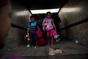 Deti na ceste k mexicko-americkej hranici.