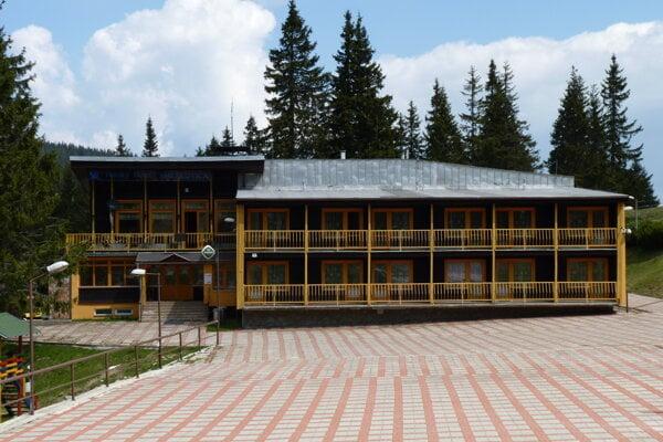 V minulosti bol hotel podnikovým rekreačným zariadením ružomberských papierní.