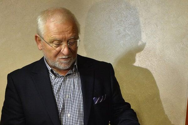 Bohumil Hanzel v časoch, keď očakával predvolanie prokuratúry na výsluch kvôli financovaniu Smeru.