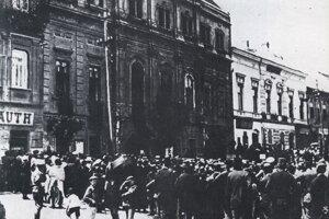 Zhromaždenie počas vyhlásenia Slovenskej republiky rád v Prešove.