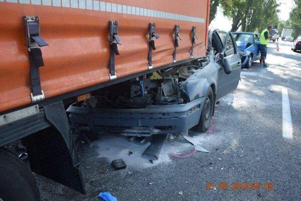 Tragická dopravná nehoda sa stala medzi Vrábľami a Telincami.