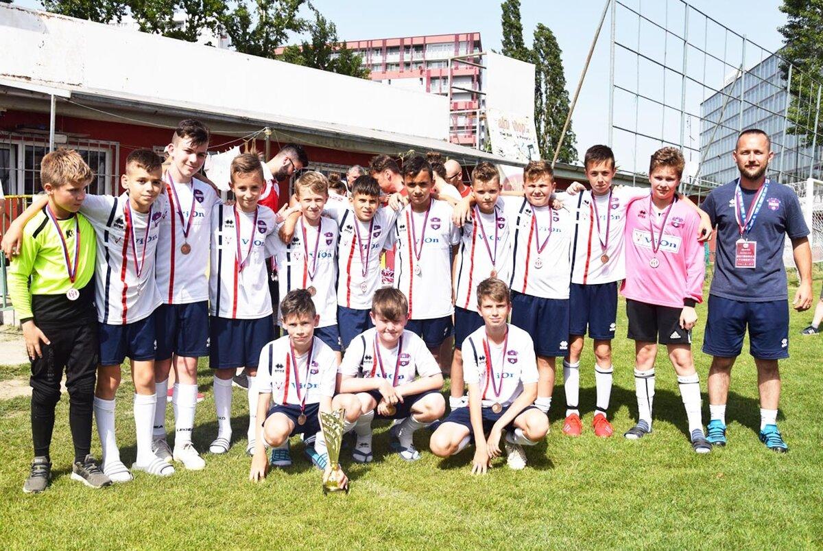 b2e58a74049c6 Mladší žiaci PFA ViOn Zlaté Moravce - Vráble na turnaji v Bratislave.