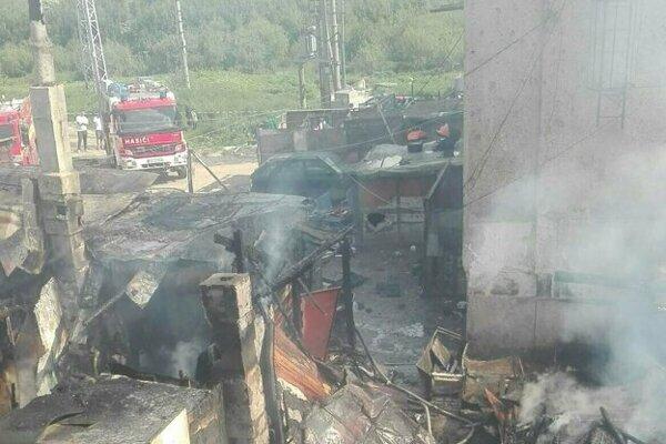 Pri požiari prišli o strechu nad hlavou štyri rodiny, spolu 29 detí a 12 dospelých.