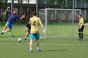 Prvá liga mestského futbalu pokračovala neúplným 12. kolom.