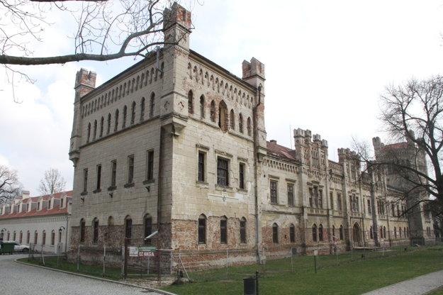 Projekt obnovy neogotického kaštieľa radnica napokon nerealizovala.
