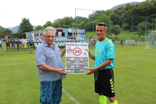 Pavol Kapko (vpravo) vstupuje do futbalového dôchodku.