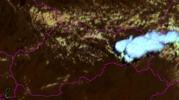 Táto oblačnosť sa postupne presúvala z Prešovského kraja na juh. Tento záber družice bol urobený o 12.25. hod.