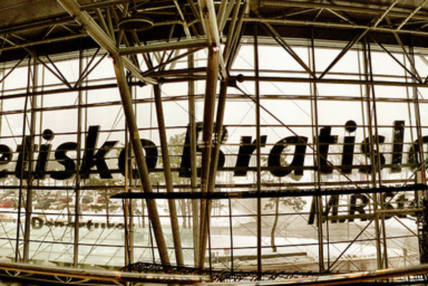 Zabudnuté veci na letisku uchovávajú na reklamačnom oddelení minimálne jeden rok.