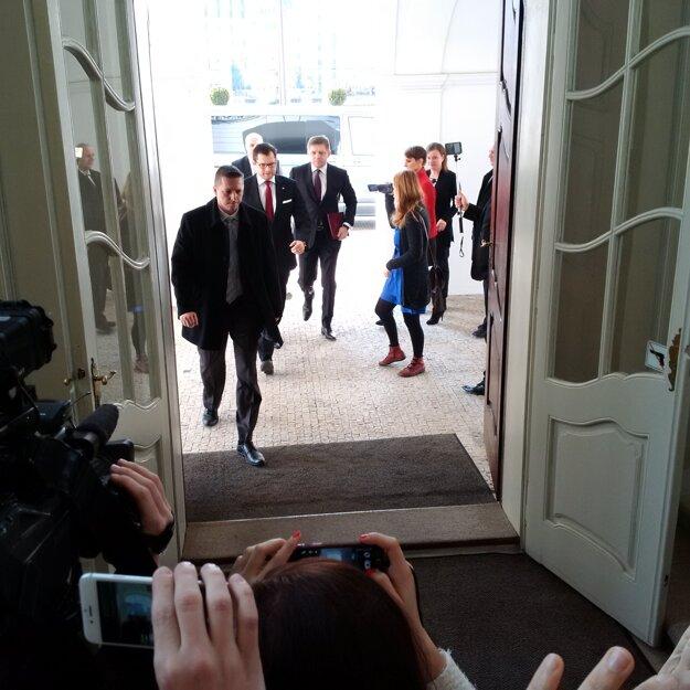 Robert Fico prišiel na stretnutie s prezidentom Andrejom Kiskom.