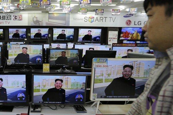 Severokórejská diktatúra odmieta zodpovednosť za útok, zvaľuje ho na sympatizantov režimu.