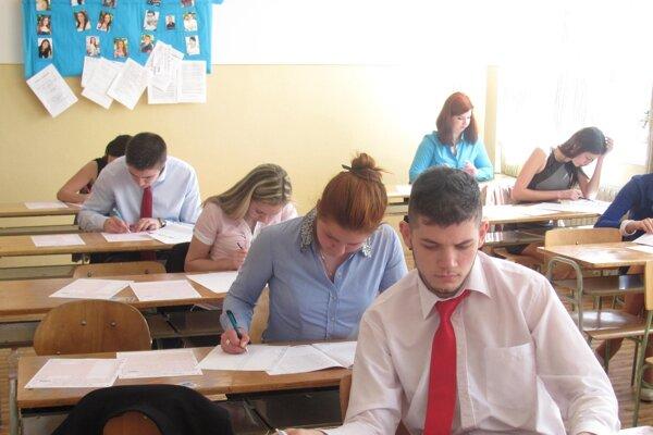 Maturanti z Obchodnej akadémie v Lučenci