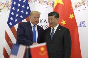 Americký prezident Donald Trump (vľavo) a čínsky prezident Si Ťin-pching.