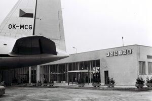 Košické letisko je druhým najväčším na Slovensku. Otvorili ho v roku 1955. Aktuálne letisko Košice prevádzkuje 7 priamych liniek.