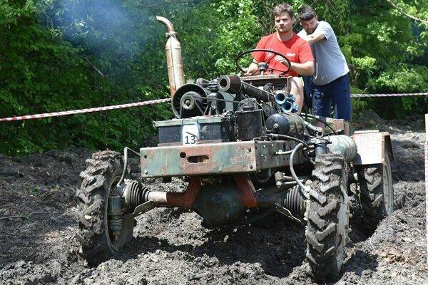 Traktor je neoceniteľný pomocník. Obmedzenie na cestách a povinná STK by pre tie po domácky vyrobené by priniesla majiteľom veľké problémy.