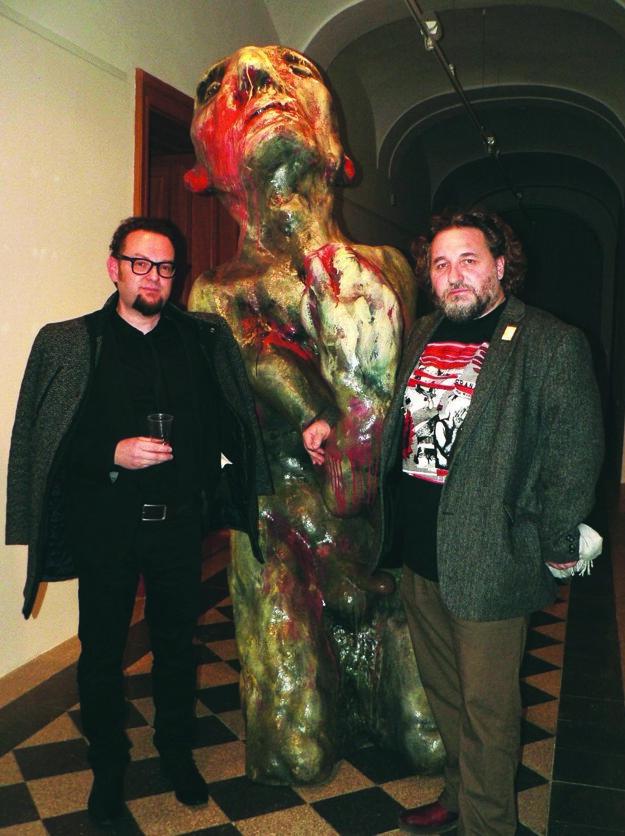 Zľava Martin Gerboc aMarek Ormandík so Slávom Poprosičom.
