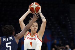 Laura Nicholls (4) vo finálovom zápase na ME v basketbale žien 2019.