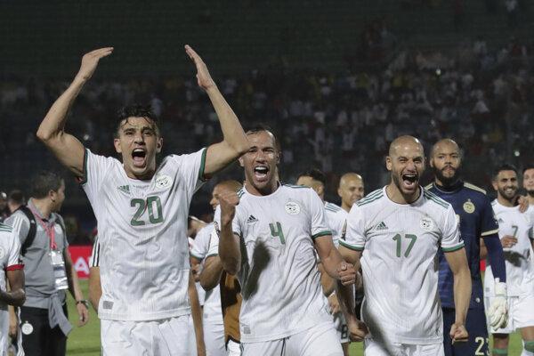Hráči Alžírska po výhre v zápase osemfinále Afrického pohár národov 2019 Alžírsko - Guinea.