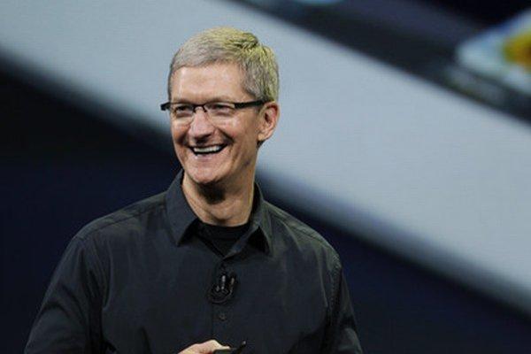 Tim Cook šéfuje firme Apple.