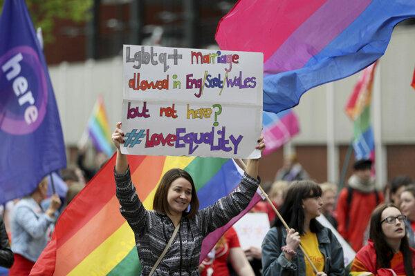 LGBTI demonštrácia v Belfaste v máji 2019.