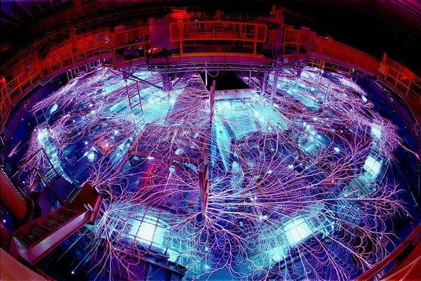 Stroj Z využívajú v laboratóriách Sandia na spustenie jadrovej fúzie.