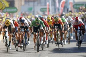 Záverečný špurt 5. etapy Tour de France 2019. Najrýchlejší bol Peter Sagan.