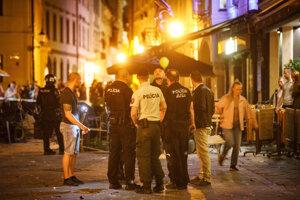 Na Ventúrskej ulici v bratislavskom Starom Meste zasahuje polícia.