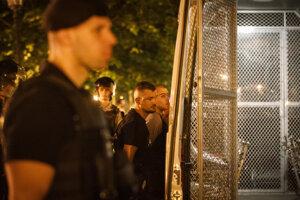 Polícia zatýka výtržníka v Starom Meste.