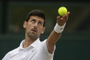 Novak Djokovič počas finále Wimbledonu 2019.
