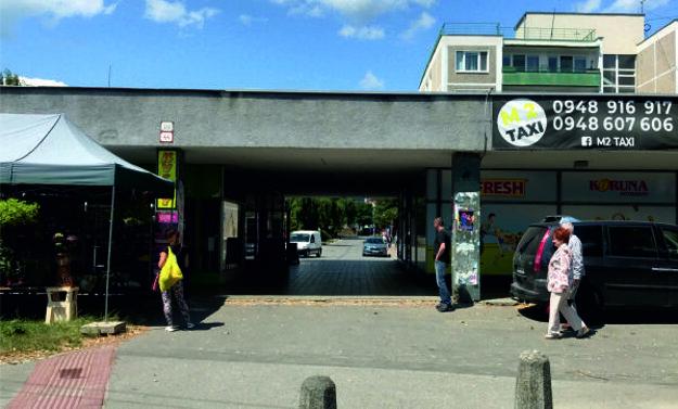 Predajňa mäsa a mliečny automat (Mudroňova  ulica 44, Martin).