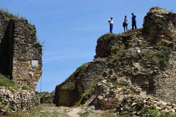 Tento rok sa preskúma na Divínskom hrade aj priestor brány.