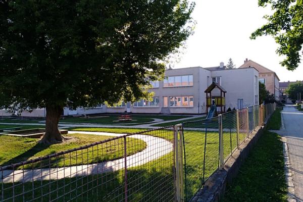 Budovu škôlky obnovujú.