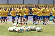 Futbalisti fortunaligového nováčika FK Pohronie Žiar nad Hronom Dolná Ždaňa počas prvého tréningu, ktorým odštartovali letnú prípravu v Žiari nad Hronom 12. júna 2019.