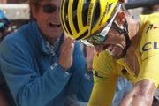 Vyčerpaný Julian Alaphilippe v žltom drese pred cieľom 14. etapy Tour de France 2019.