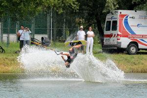 Na jazere predvádzali pretekári efektné triky v rámci Európskeho pohára.