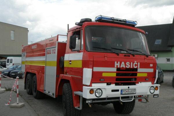 Zrepasovaná Tatra rudnianskych hasičov.