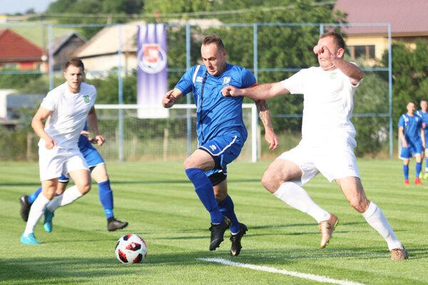 Volkovciam to nevyšlo vo finále Campri Cupu, teraz majú ambície v novom Prezidentskom pohári. V modrom drese kapitán Jozef Chovanec.