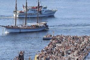 Ľudia sa išli schladiť aj v nórskom Osle.