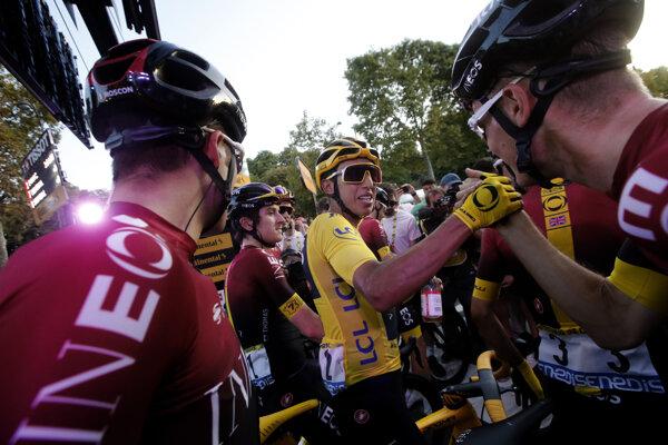 Egan Bernal v cieli poslednej etapy na Tour de France 2019.