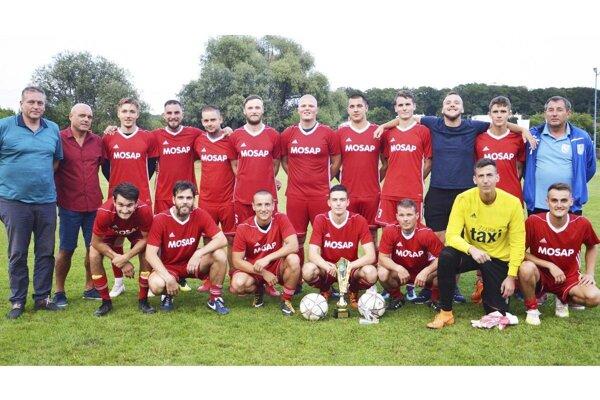 Futbalisti Čeľadíc vyhrali turnaj o Pohár starostky Veľkého Lapáša.