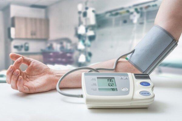 Na riziko srdcovo-cievnych chorôb upozorňuje vysoký systolický (horný) ale aj vysoký diastolický (dolný) tlak.