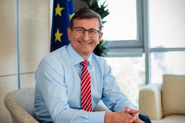 Dušan Chrenek roky pôsobí v Európskej komisii.
